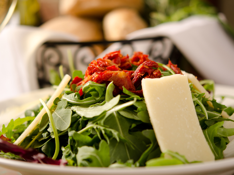 salad with red peppers and cheese
